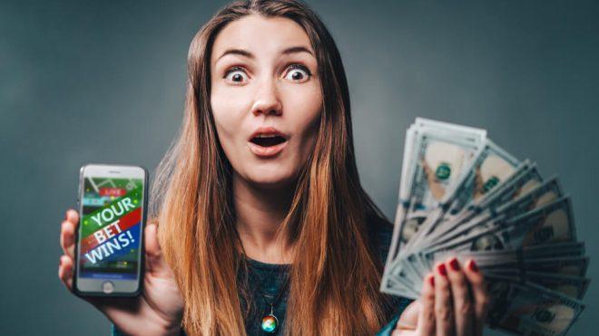 أي لعبة ورق على الأنترنت يمكن للاعبها تحقيق ما يصل إلى 2,255$؟